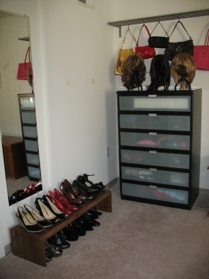 Elizabeth Taylor's Makeover Studio features beautiful shoes from size 8 to size 15, designer purses, and 8 wigs