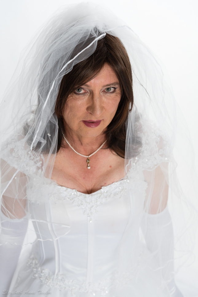 Sensual bridal look